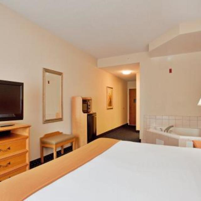 NEW Holiday Inn Express Ashland