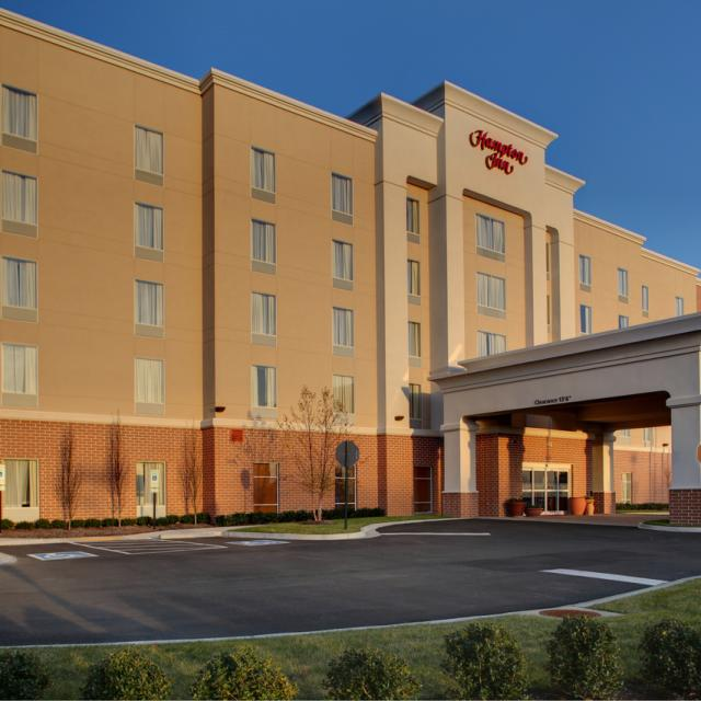 Hampton Inn Richmond Airport Exterior