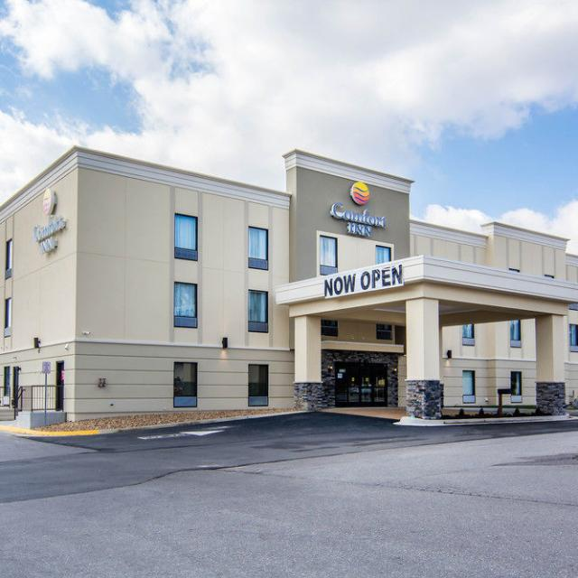NEW Comfort Inn Woods Edge