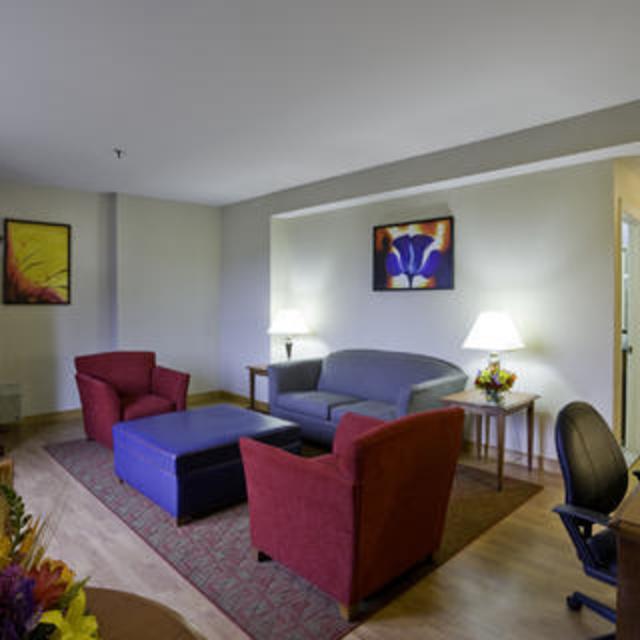 NEW Commonwealth Park Suites