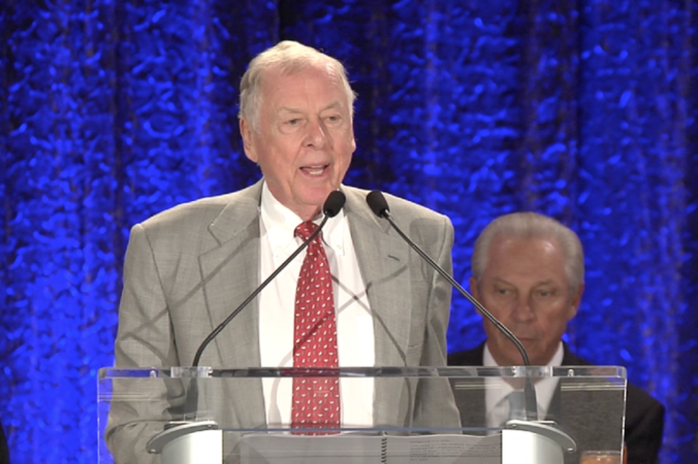 T. Boone Pickens is honored by the DFW Hospital Council at the Arlington Convention Center.