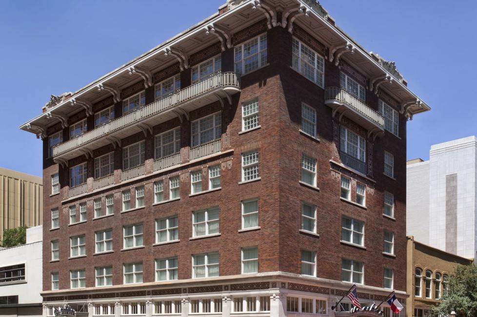 Ashton Hotel - Exterior