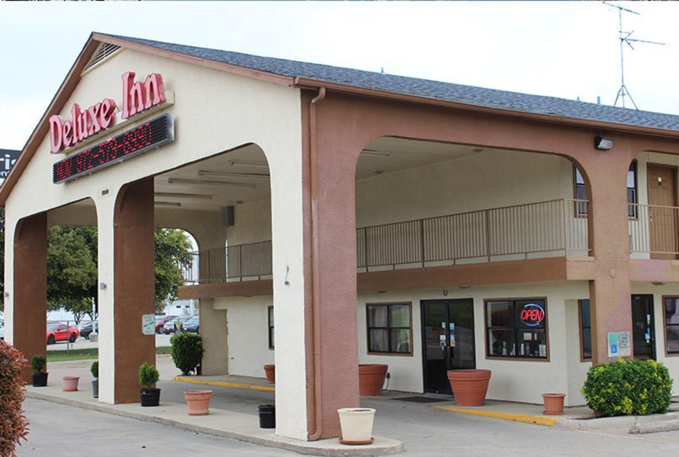 Delux Inn Exterior