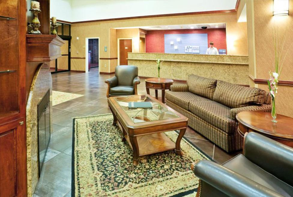 Holiday-Inn-Express-Las-Colinas-Lobby