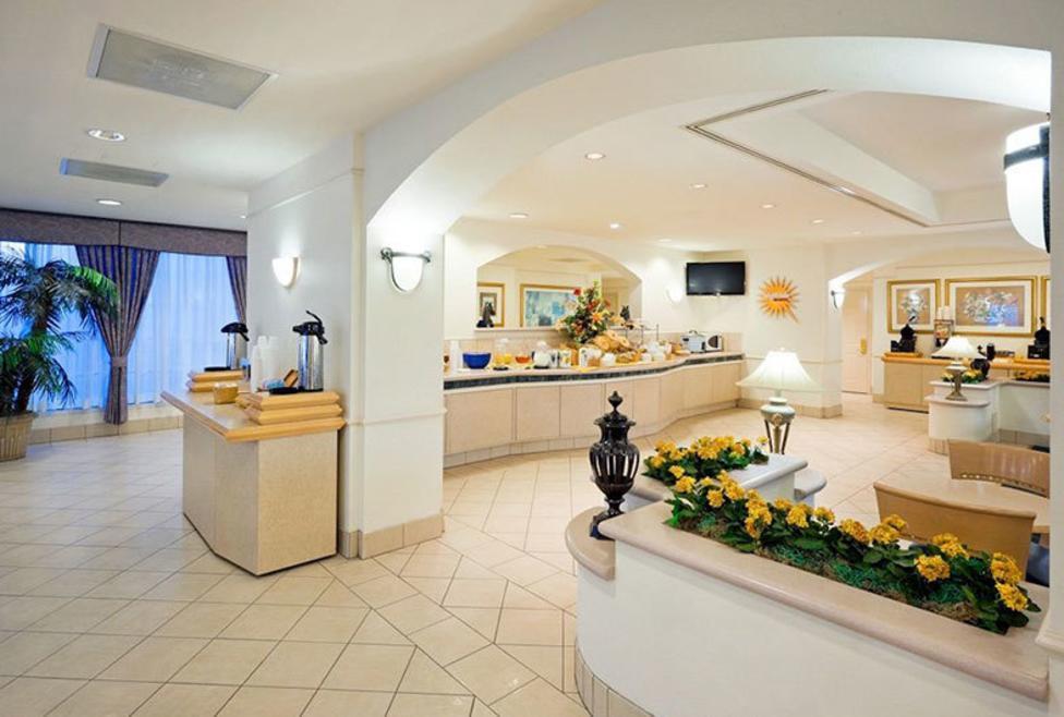 La Quinta Inn & Suites - DFW South - Breakfast