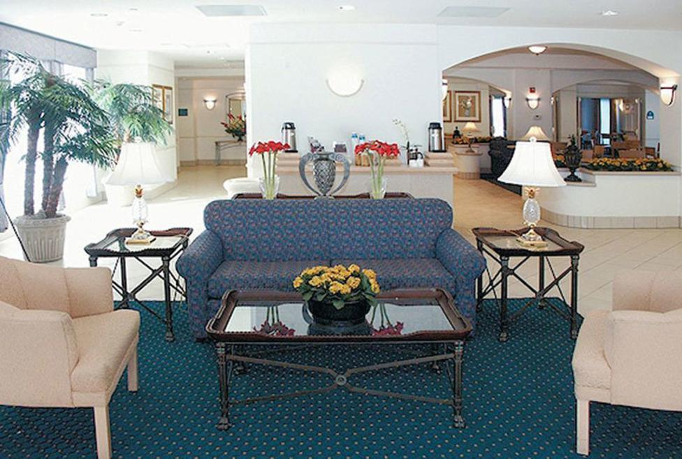 La Quinta Inn & Suites - DFW South - Lobby