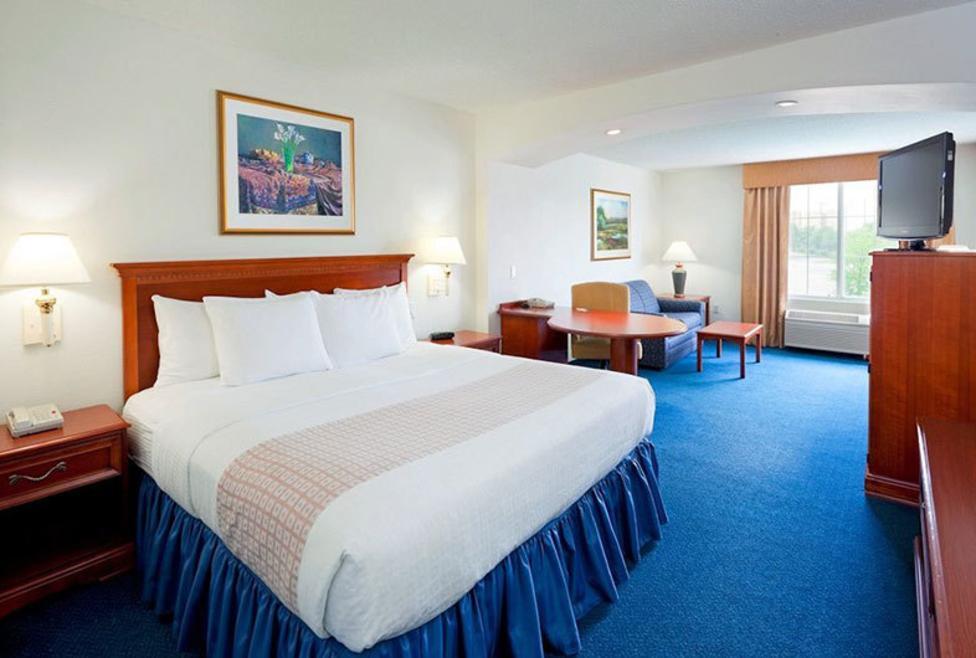 La Quinta Inn & Suites - DFW South - Suite