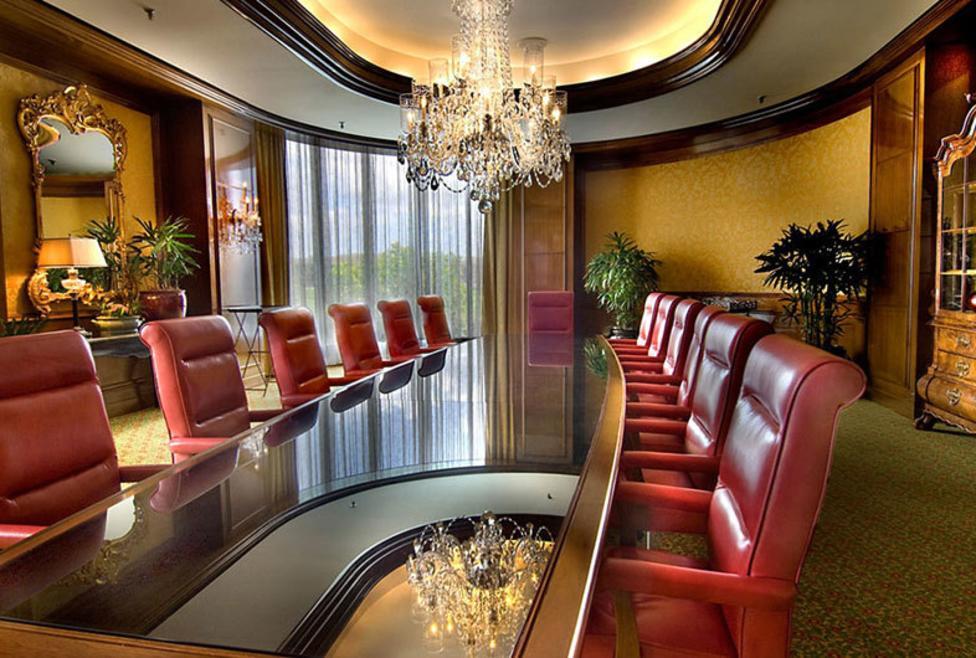 Omni Mandalay - boardroom
