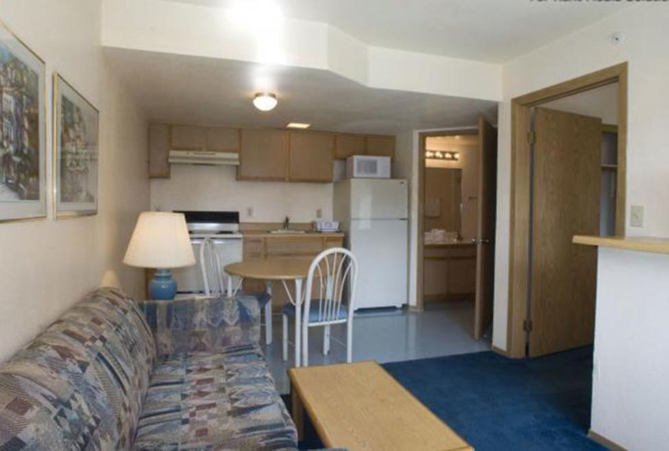 Budget Suites of America - Room 1