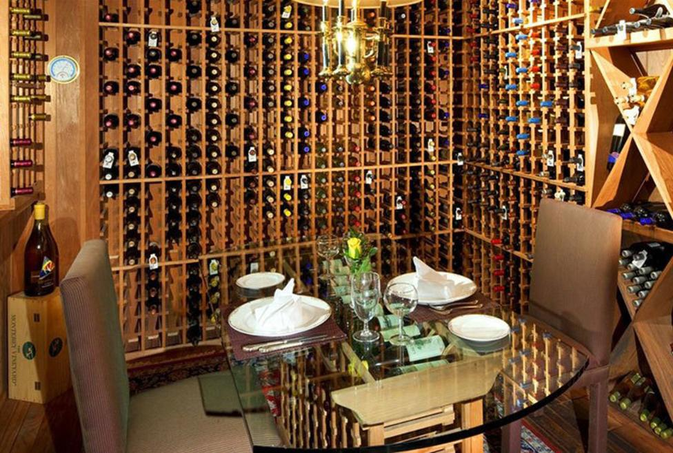 Sheraton - wine tasting room