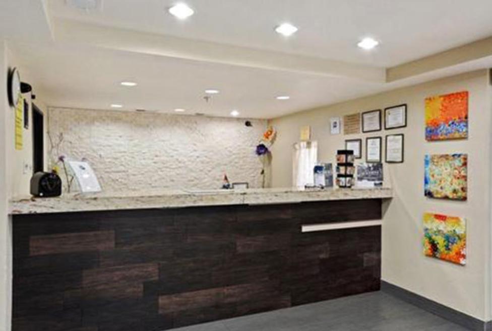 Super 8 Motel - DFW North - lobby