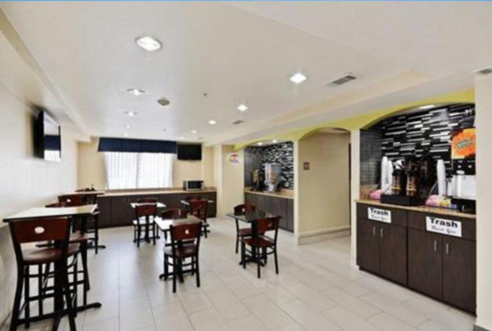 Super 8 Motel - DFW North - cafe