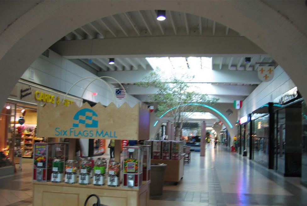 Six Flags Mall