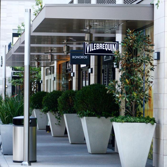 Shopping in River Oaks District Houston Texas
