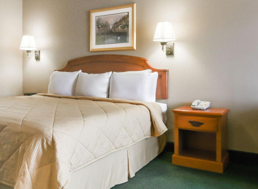 Days Inn Guest Room