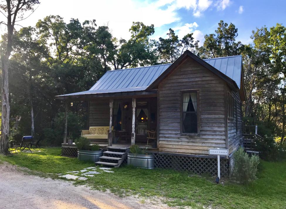 Dilly Dally Cabin