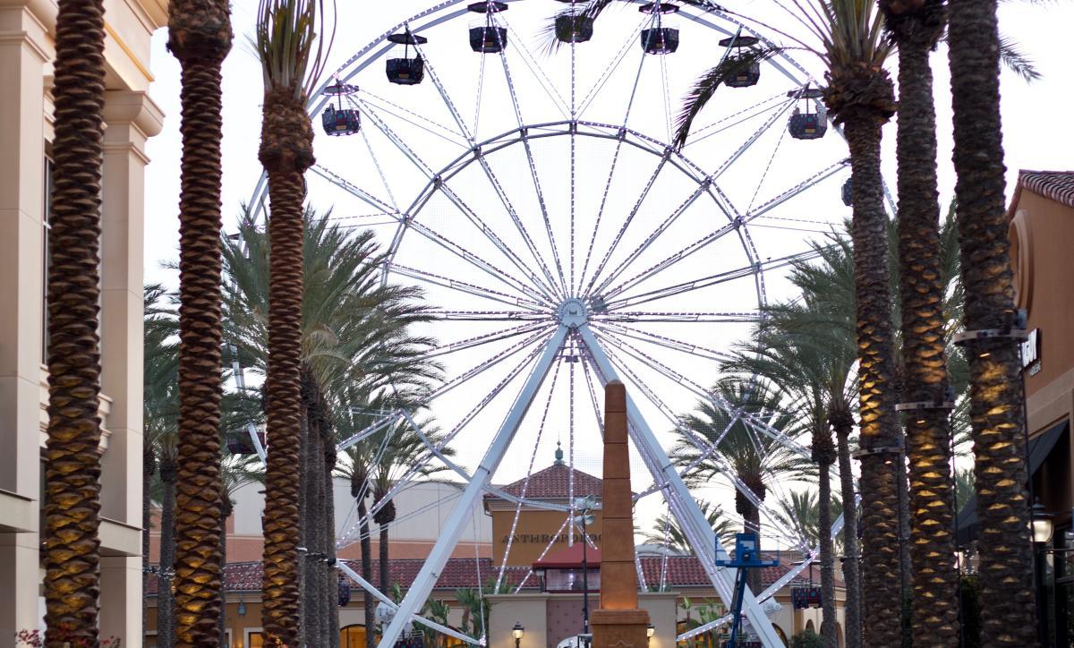 What's-New-at-Irvine-Spectrum-Center-2018-Giant-Wheel