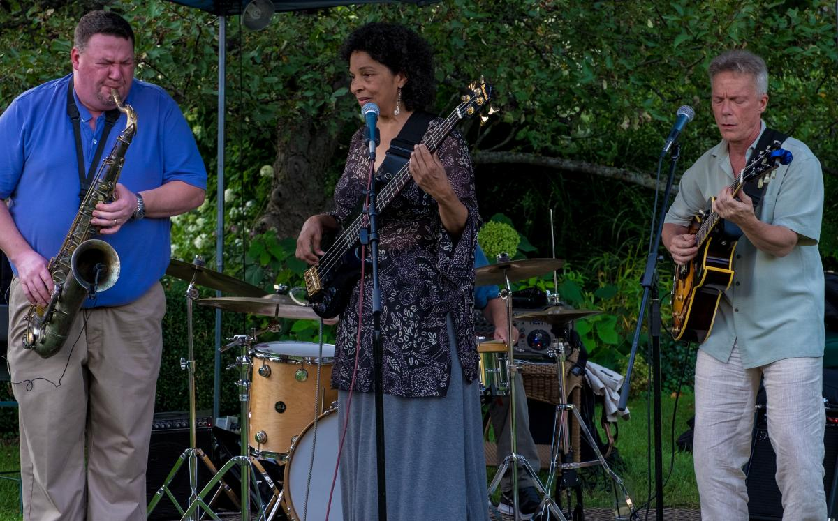 Entertainment at Wally Lake Fest