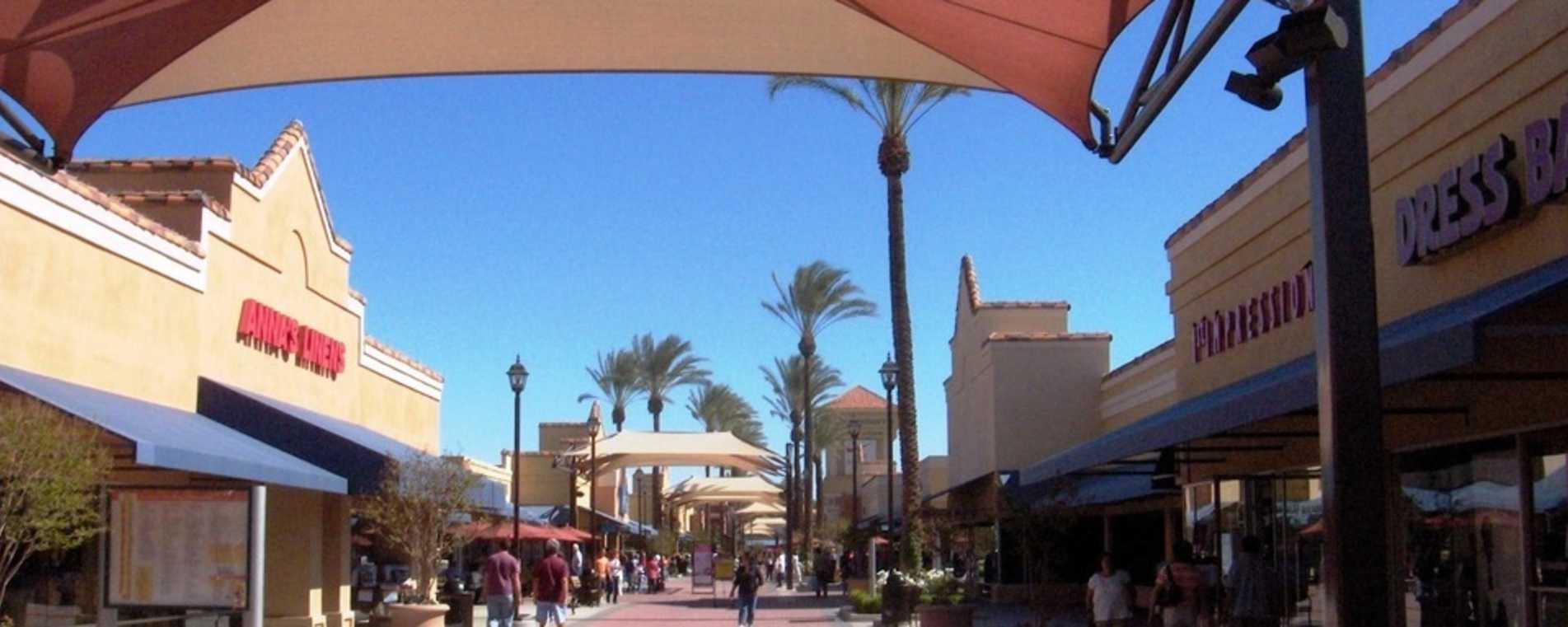 Lake Elsinore Outlets - Temecula