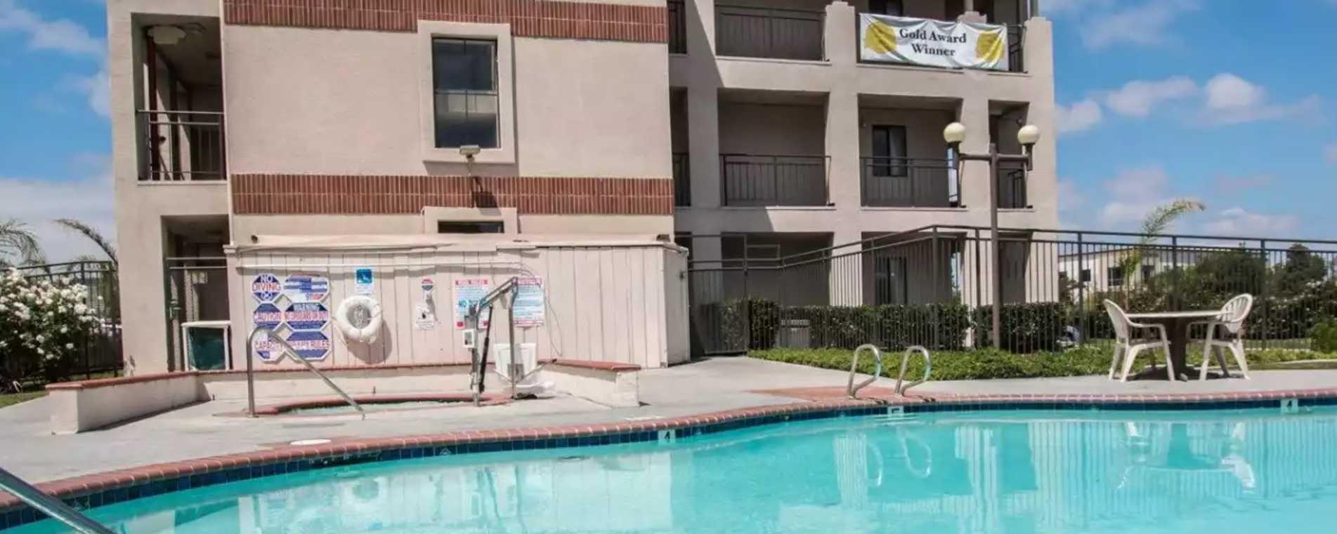 Quality Inn Pool Side