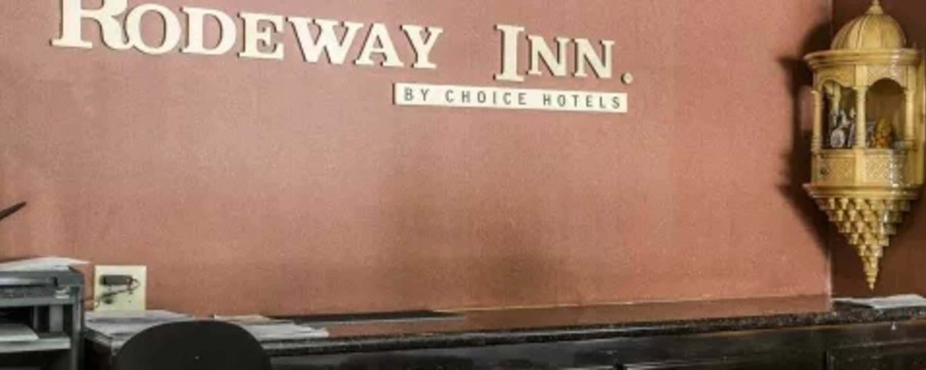 Roadway Inn Front Desk