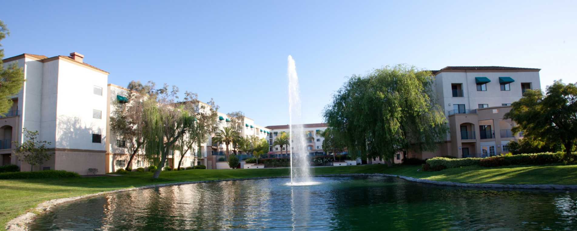 Outdoor Fountain Leisure Area - Embassy Suites Temecula