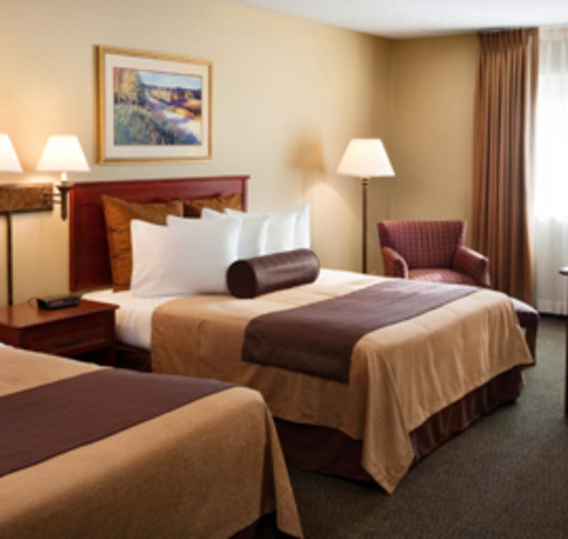 Clubhouse Inn & Suites Hotel