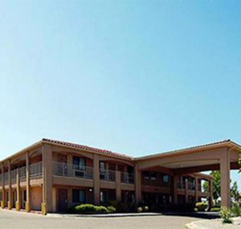 Econo Lodge West