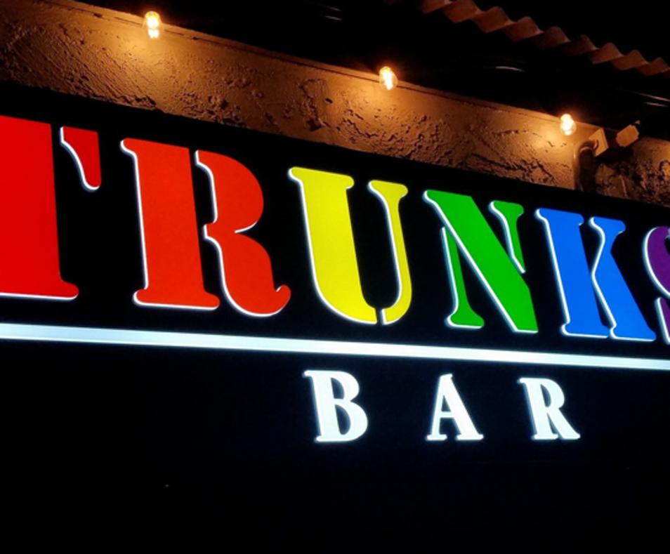 Trunks Bar