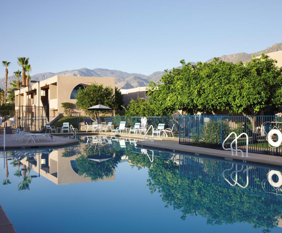 Vista Mirage Resort pool