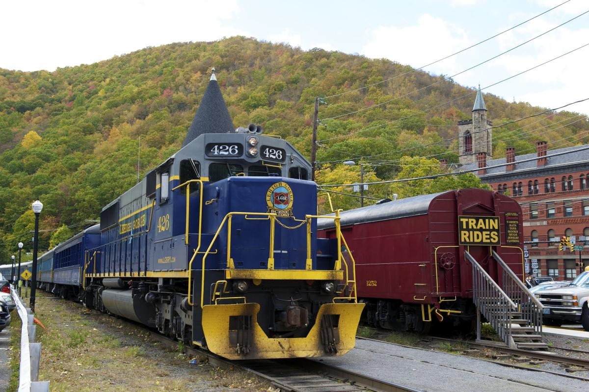 Fall Train Tours in the Pocono Mountains