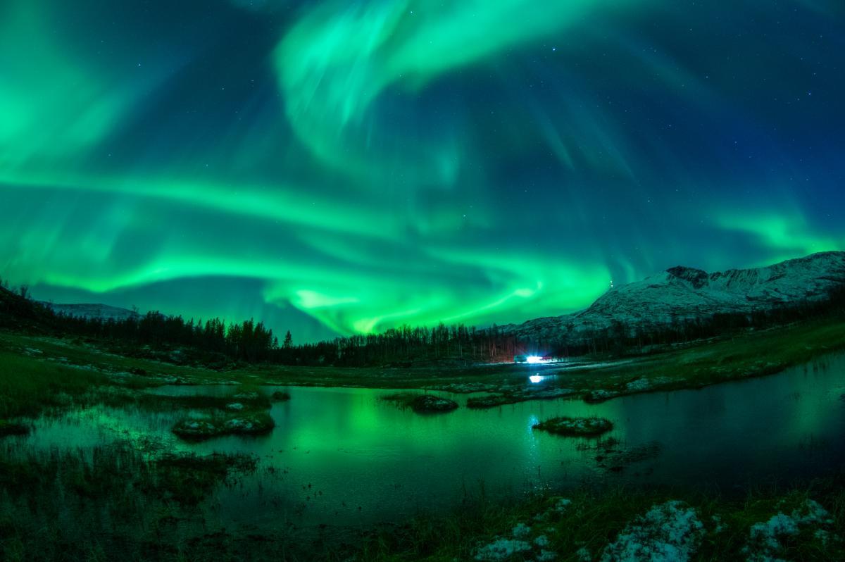 Aurora borealis by Jason Barraclough