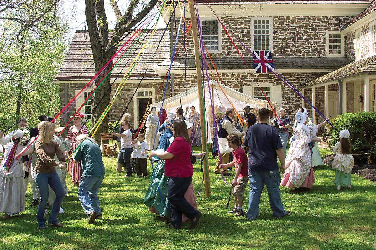 Pottsgrove Manor Maypole Dancing