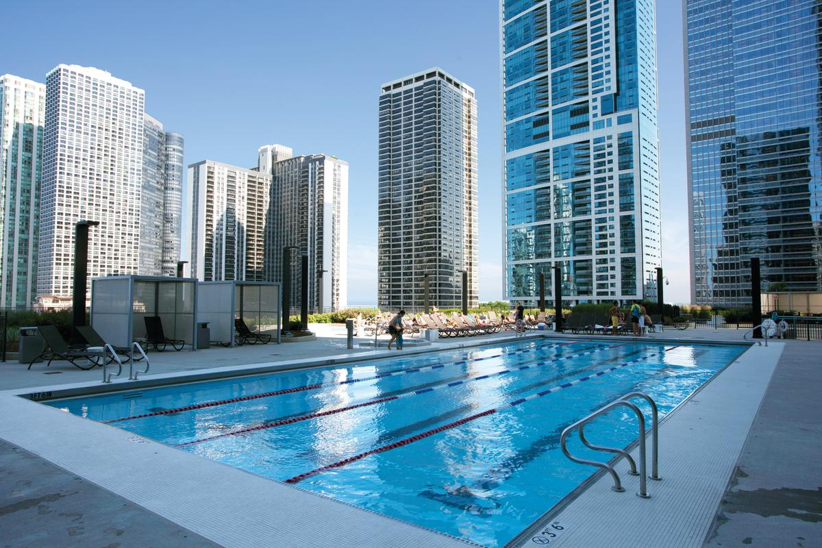 Outdoor pool at Radisson Blu Aqua Hotel Chicago