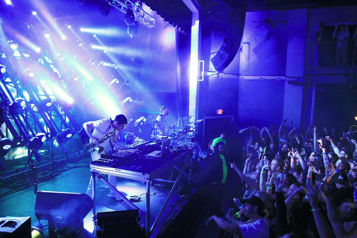 Live music 139-207.jpg