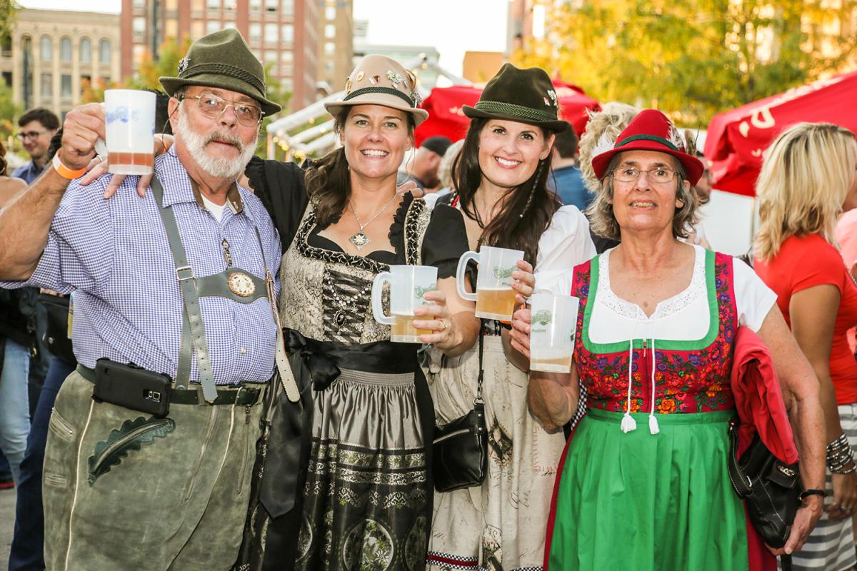 Oktoberfest DSM authentic attire