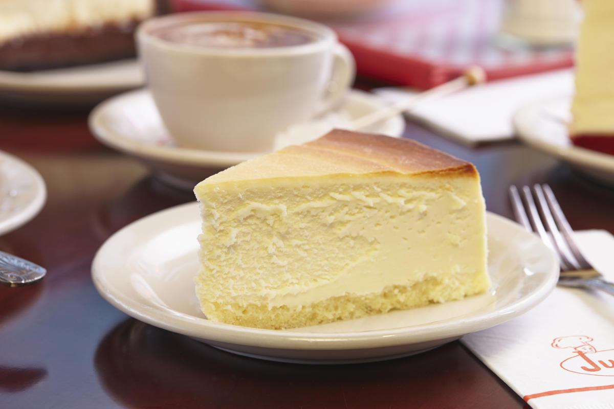 Juniors Cheesecake, interior
