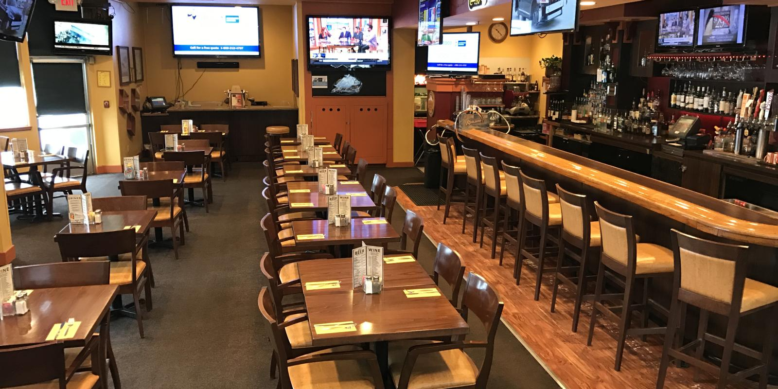 Pipers Restaurant and Sports Lounge - Coast International Inn