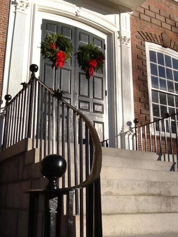 colony-house-wreaths2.jpg