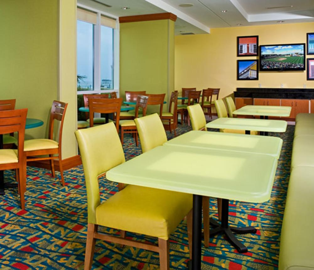 BreakfastArea_2387.jpg