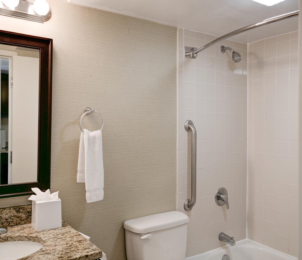 Studio Oceanfront Bathroom