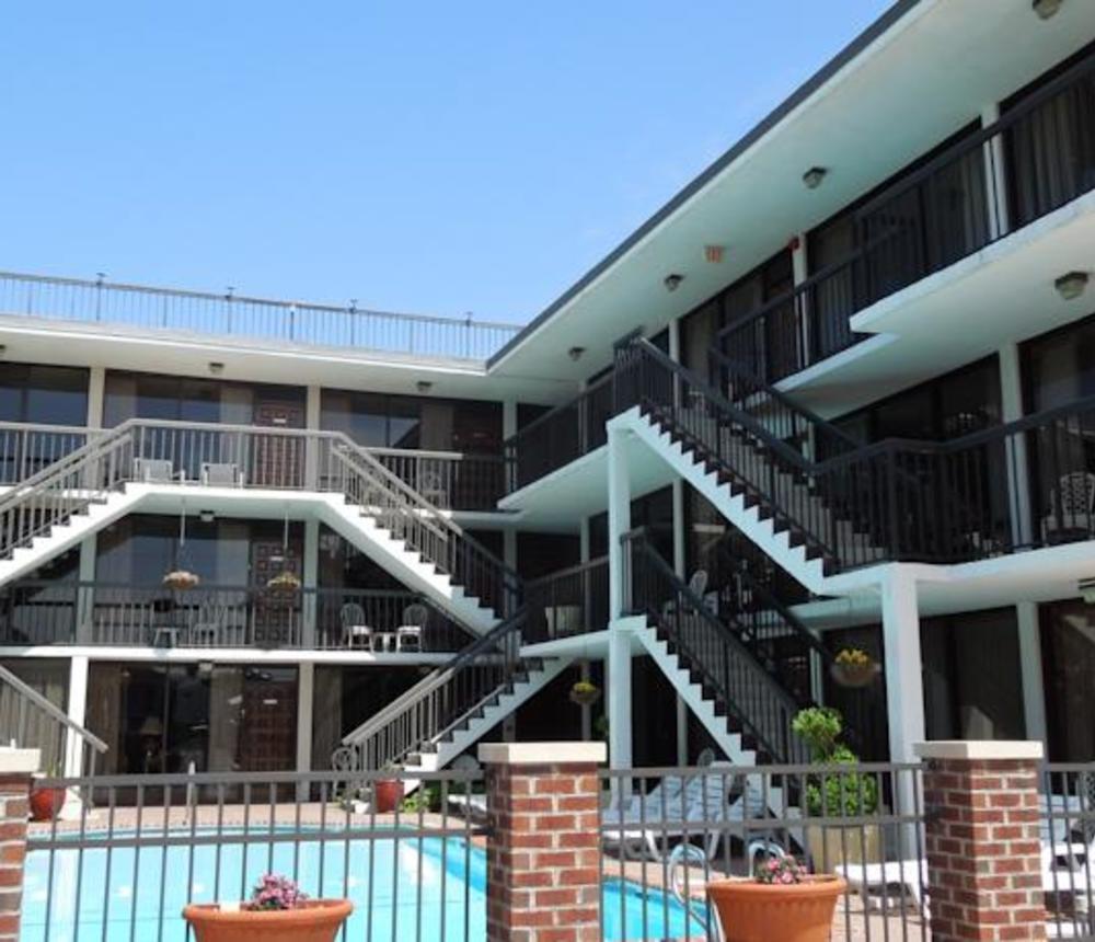 VB_Hotels_-_Alamar_Resort_Inn_2.jpg