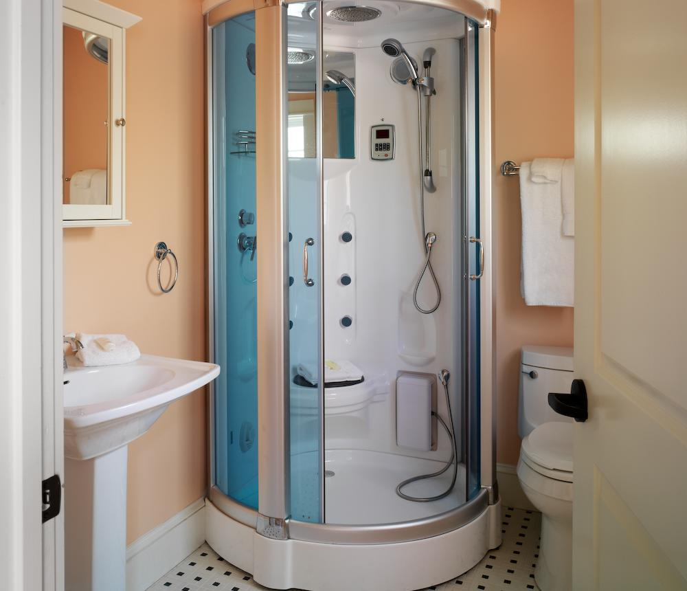 Virginia_Beach_luxury_Bed_and_Breakfast_the_Beach_Spa_Bed_and_Breakfast_Breakers_Shower0.jpg