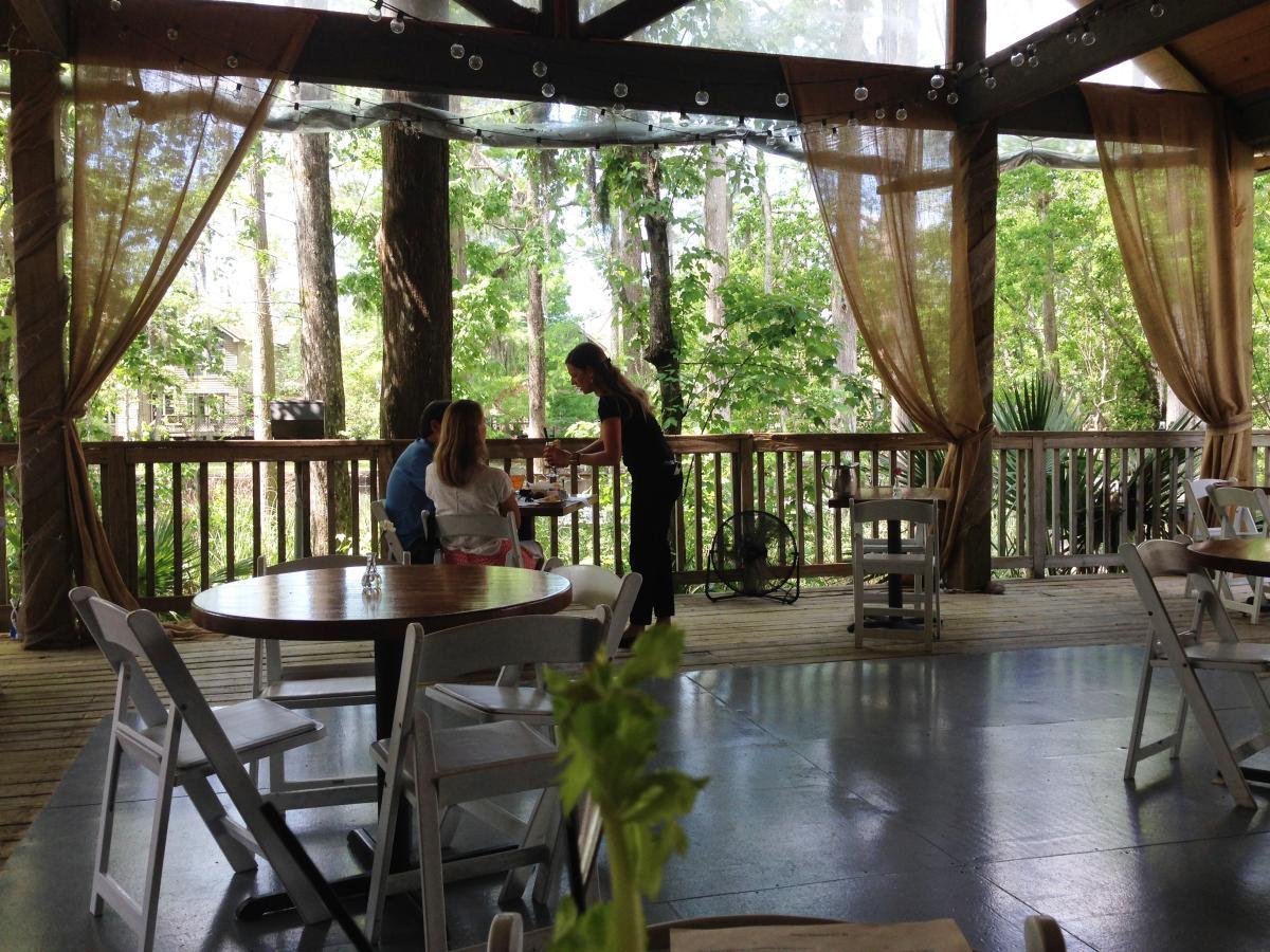 Slidell Restaurants - Palmettos Deck