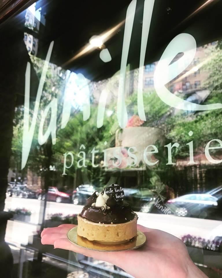 Vanille Patisserie exterior window with reflection of chocolate torte