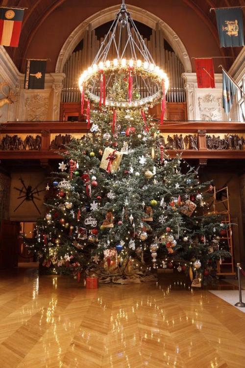 2016 Banquet Hall Christmas Tree at Biltmore