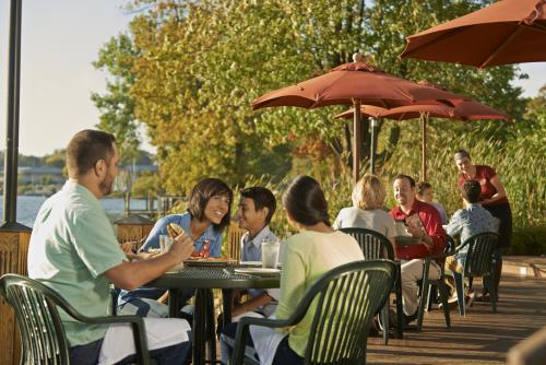 Diners at Roses on Reeds Lake patio in Grand Rapids