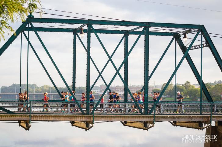 Racers on the bridge during the Lake Michigan Credit Union Bridge Run