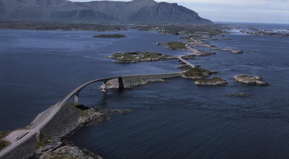National tourist route atlanterhavsvegen atlantic road photo ivind leren 2000 pix publicscrutiny Choice Image