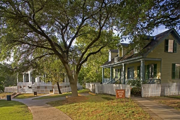 Buy 1 Get 1 Free: Historic Building Tour